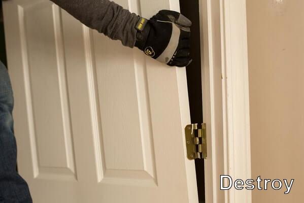 демонтаж двери и дверной коробки