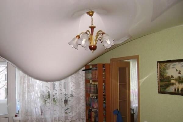 затопление натяжного потолка